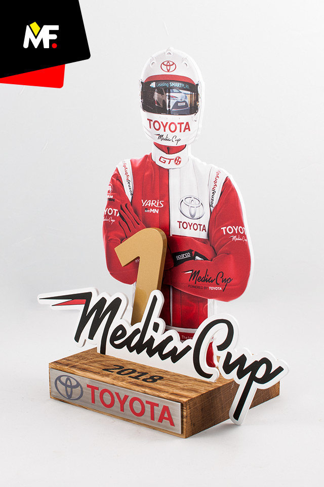Innovative statuette showing the player in the original coveralls, created on the Toyota Media Cup